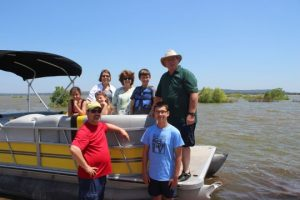 vacation-Tom's-family-boating